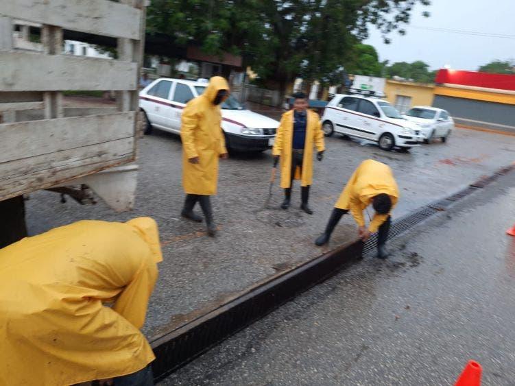 Protección Civil realiza trabajos de limpieza de alcantarillas y desazolve de pozos de absorción