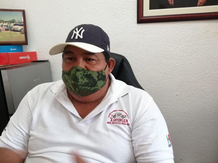 Dirigente de taxistas confirma entrega de calcas sobre capacidad de pasajeros.