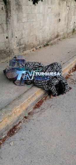 Hallan cuerpo encobijado en la Sm 72 de Cancún; no se sabe si se trata de un hombre o una mujer esta nueva víctima del crimen organizado.