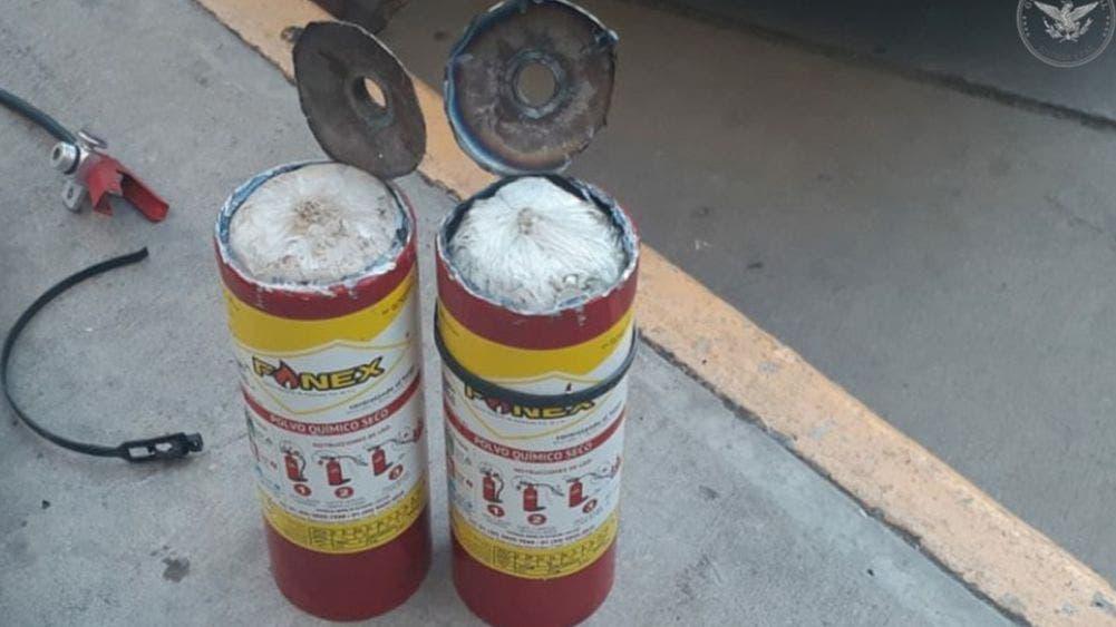 Detienen a sujeto por transportar metanfetamina en extintores