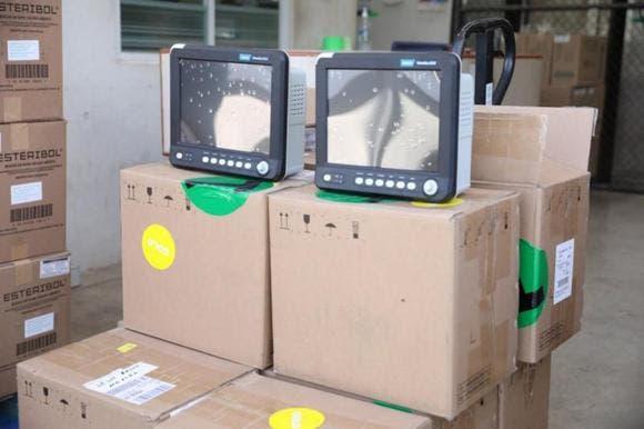 Hacen la entrega de 20 monitores de signos vitales al Issste en Mérida