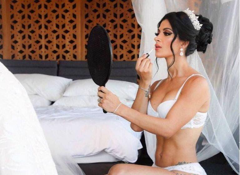 Kimberly Flores baila en vulgar vestido negro y la destrozan: Y ¿ese trans?