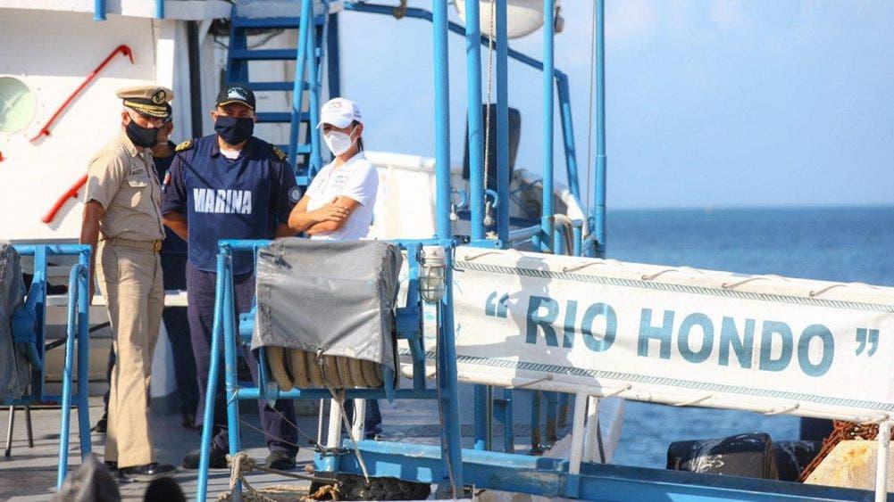"""Visita Laura Fernández el buque """"Rio Hondo"""", encargado de recolectar sargazo en altamar"""