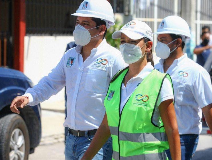 Supervisa Laura Fernández construcción de banquetas y guarniciones en la colonia Zetina Gasca, trabajos que traerán mejor calidad de vida
