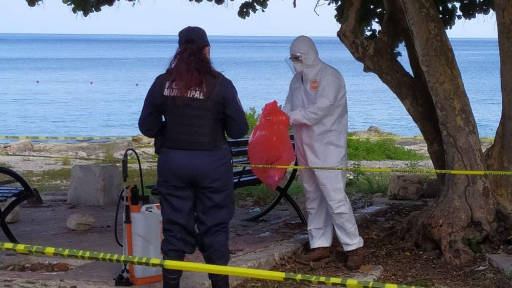 Cofepris investigará caso de pruebas covid tiradas en playa pública