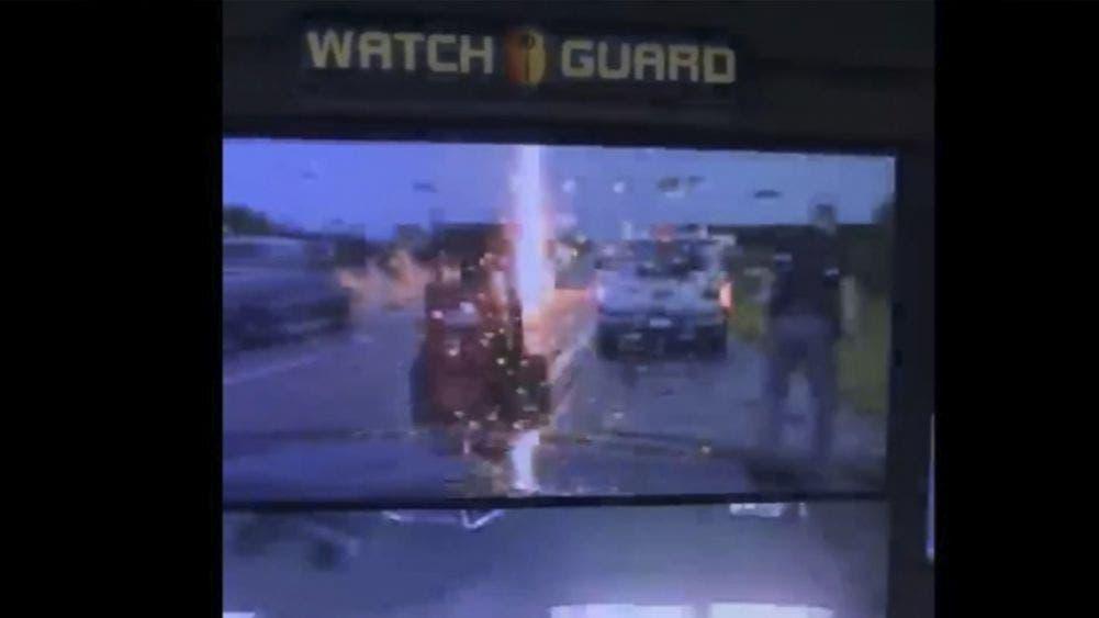 Video: Policía se salva de ser calcinado por un rayo