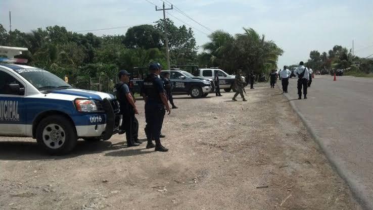 Privan de la libertad a dos empleados en asalto carretero en la Zona Sur.