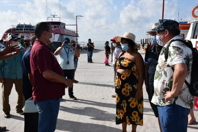 Bajo estrictas medidas dan la bienvenida a turistas en Holbox; se invita a los visitantes a tener una estancia responsable en la isla.