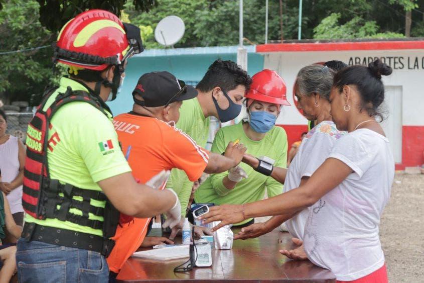 Camino alterno permitirá el acceso de víveres a comunidades damnificadas en FCP; voluntarios de la CNE llevaron diversos apoyos.