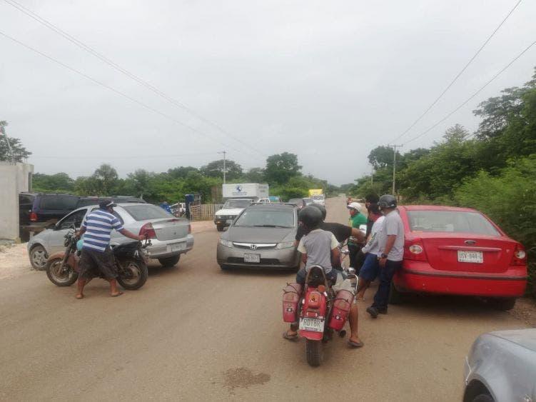 Amagan con más bloqueos carreteros en Lázaro Cárdenas; desinterés de autoridades para solucionar el libre tránsito hacia Tizimín.