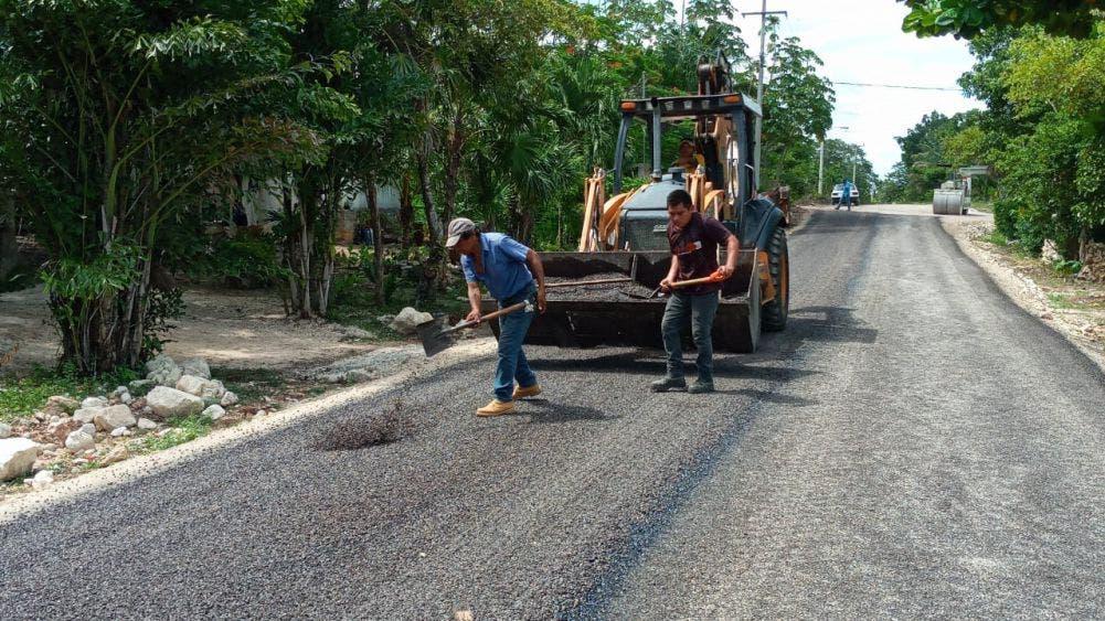 Avanzan obras de pavimentación en colonias de Lázaro Cárdenas.