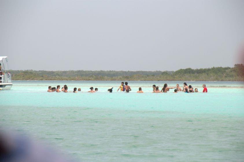 Pretenden cobrar 30 pesos por persona que ingrese a la laguna de Bacalar.