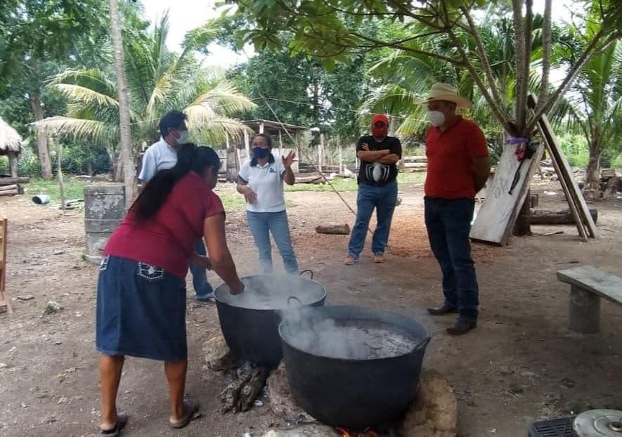 El diputado alegre y ganadero morelense llevan alimento a familias; continúan apoyando a comunidades en esta pandemia.
