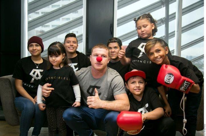 Canelo Álvarez cumple y ayuda a niños con cáncer