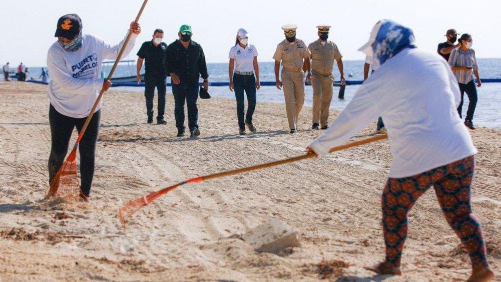 Supervisan Laura Fernández y Secretaria de Marina limpieza de playas en Puerto Morelos