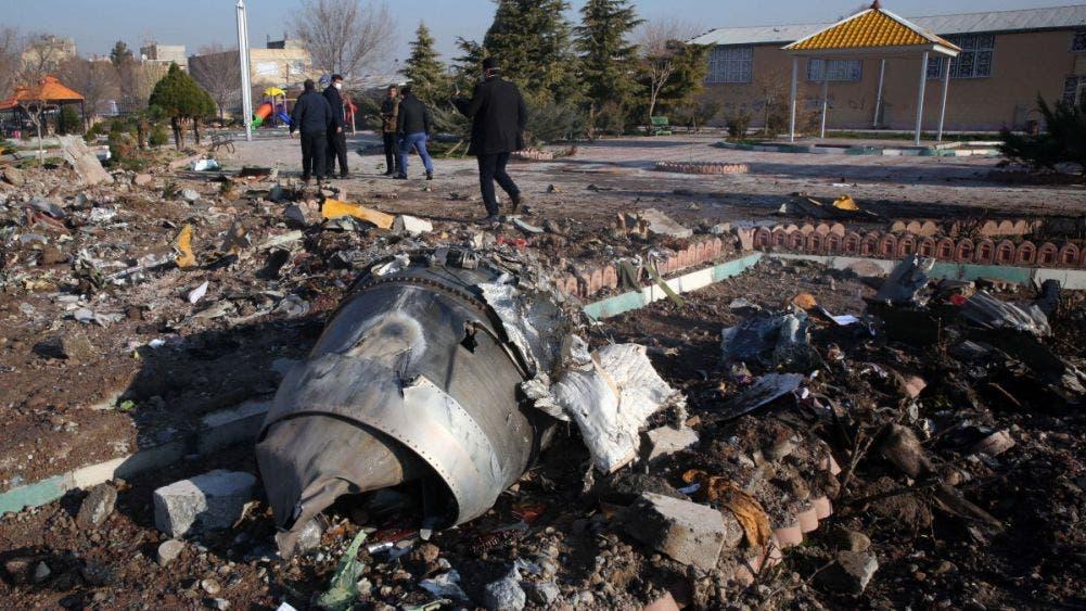 Atribuyen a 'error humano' derribo de avión que dejó 176 muertos en Irán.