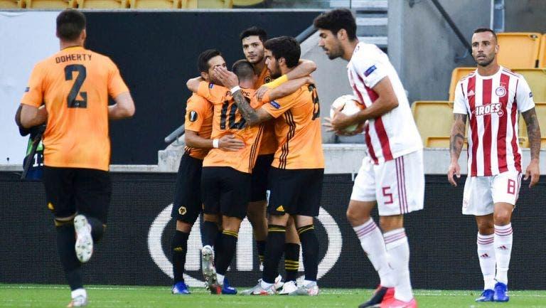 Con gol de Raúl Jiménez Wolverhampton elimina a Olympiacos