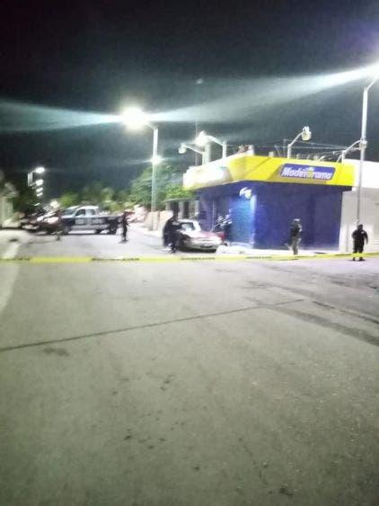 Alrededor de las 9:30 de la noche del sábado los servicios de emergencia fueron alertados por detonaciones de arma de fuego.