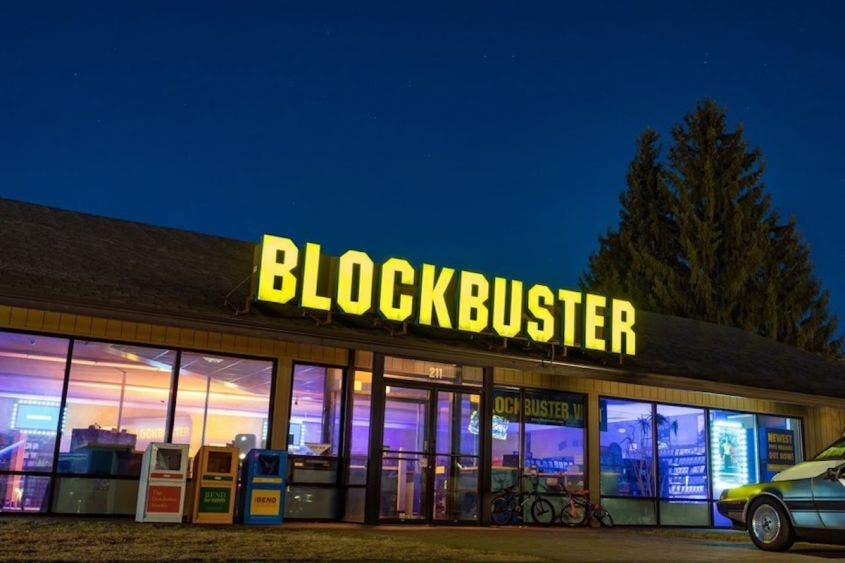 El último Blockbuster del mundo se transforma en un Airbnb para ver películas toda la noche