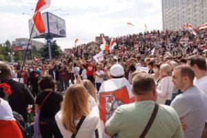 Protestas multitudinarias en Bielorrusia para exigir de nuevo elecciones.