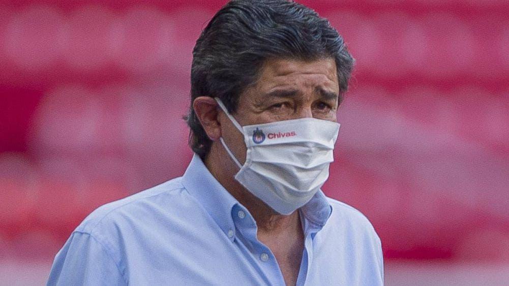 Chivas despide a Luis Fernando Tena como DT