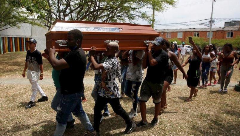 Matanza de jóvenes conmociona y enluta a Colombia.