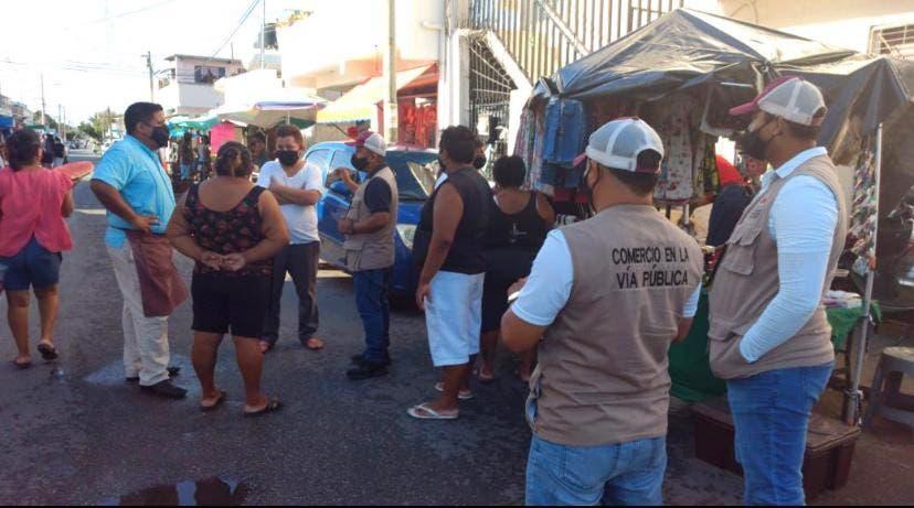 Vendedores ambulantes bajo constante revisión para que acaten medidas contra Covid-19