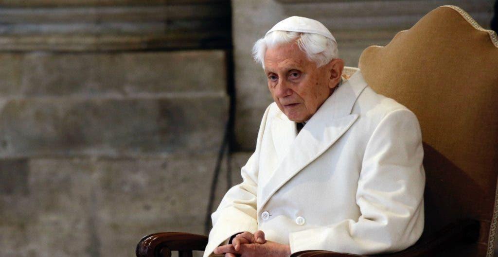 Revela escritos que salud de papa emérito Benedicto XVI es 'muy frágil'