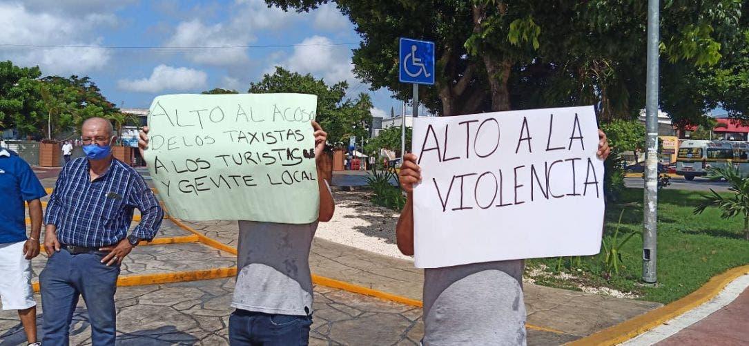 Operadores de UBER se manifiestan para exigir alto a las agresiones por parte de taxistas