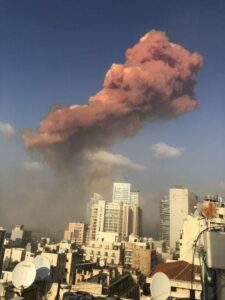 Una explosión masiva fue reportada este 4 de agosto en Beirut, Líbano, que provocó severos daños estructurales en la zona.