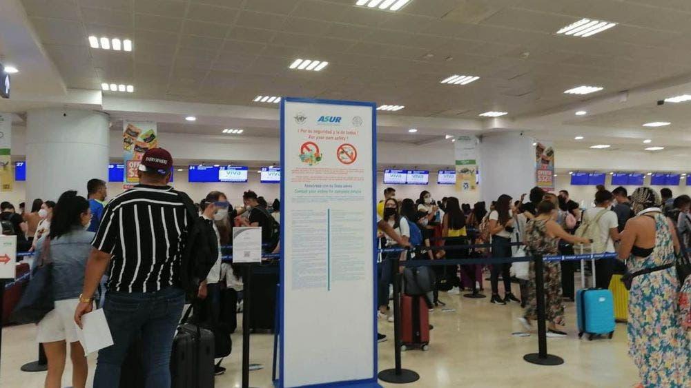 Pese a la pandemia, no aplican sana distancia en Aeropuerto de Cancún