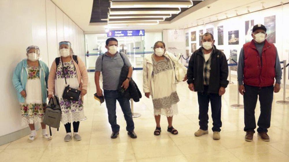 Regresan a casa 10 abuelitos varados en EU por la pandemia