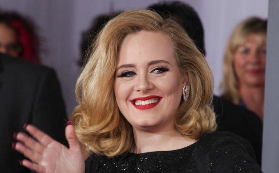 Adele impacta en redes sociales al lucir igual que Beyoncé