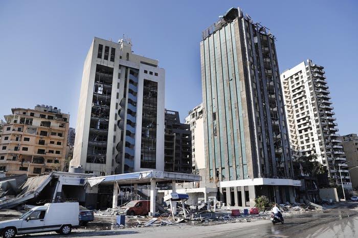 Edificios dañados por la explosión en el centro de Beirut.