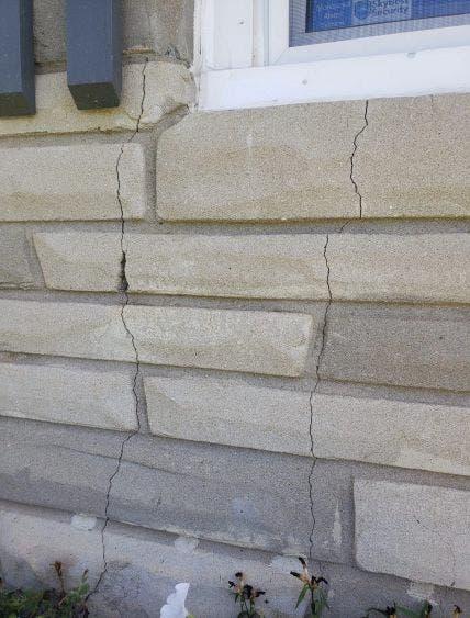 Algunas viviendas de Sparta presentaron daños estructurales.