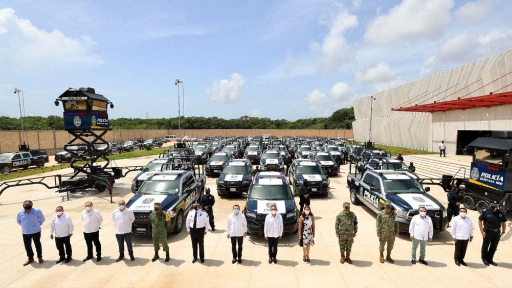 Entrega el gobernador Carlos Joaquín 70 patrullas equipadas a la Policía Quintana Roo