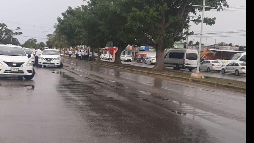 Se manifiestan taxistas de Playa Del Carmen