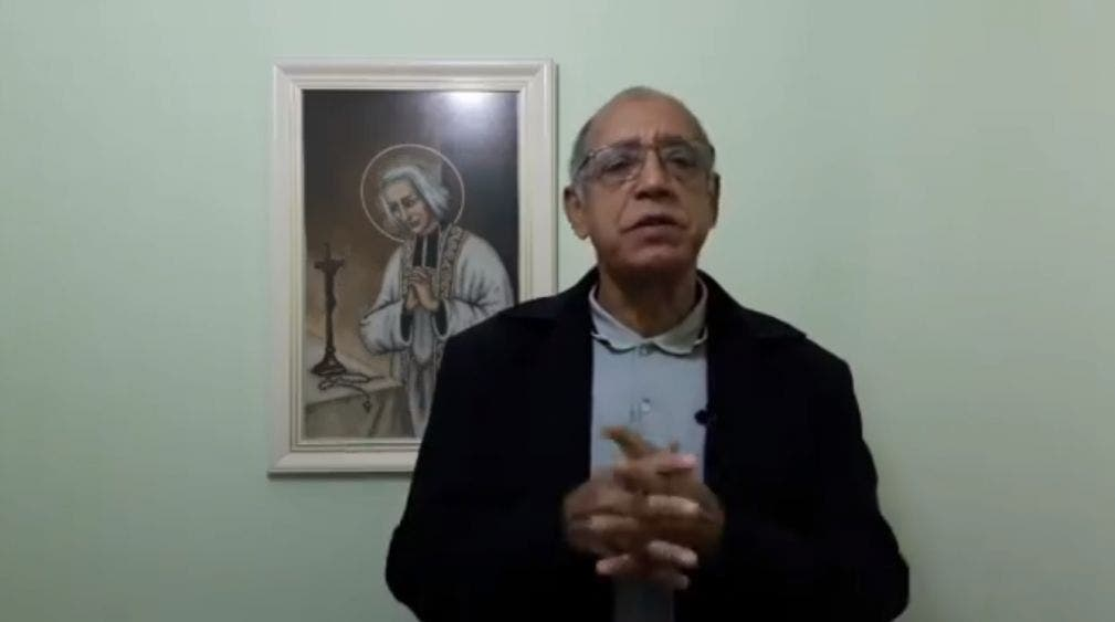 """""""Piadoso"""" sacerdote pide no vacunar y que mueran quienes no van a misa"""