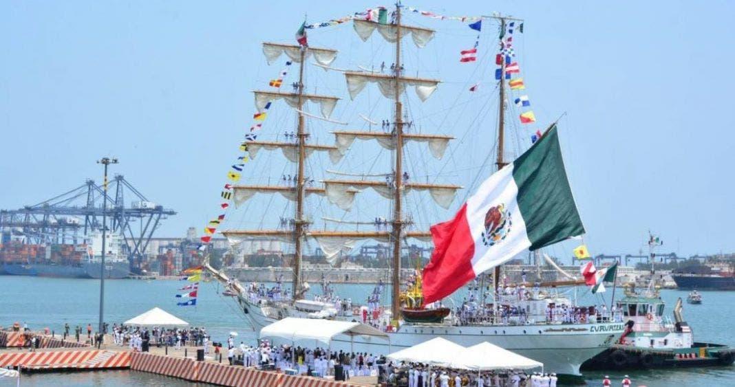 """Entregaron concesión por 100 años del puerto de Veracruz, """"así de corruptos"""""""