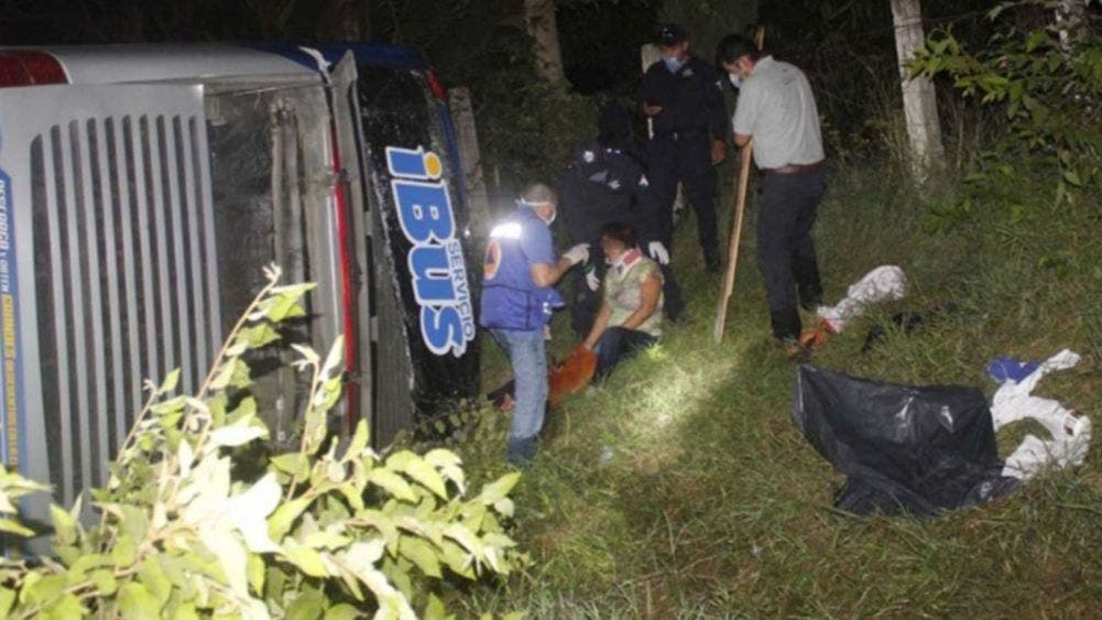 Volcadura de autobús deja 10 pasajeros lesionados en Tamaulipas