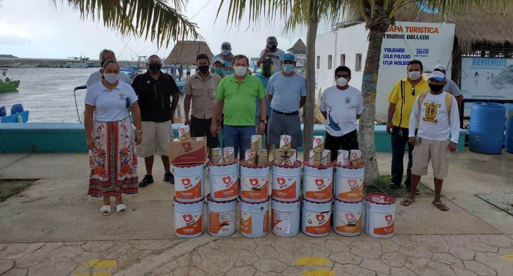 Entregan apoyo al sector pesquero del puerto Chiquilá y Holbox.