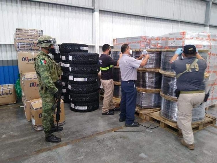 Decomisan media tonelada de marihuana con destino a Chetumal; asestan en una paquetería golpe a traficantes en la Península.