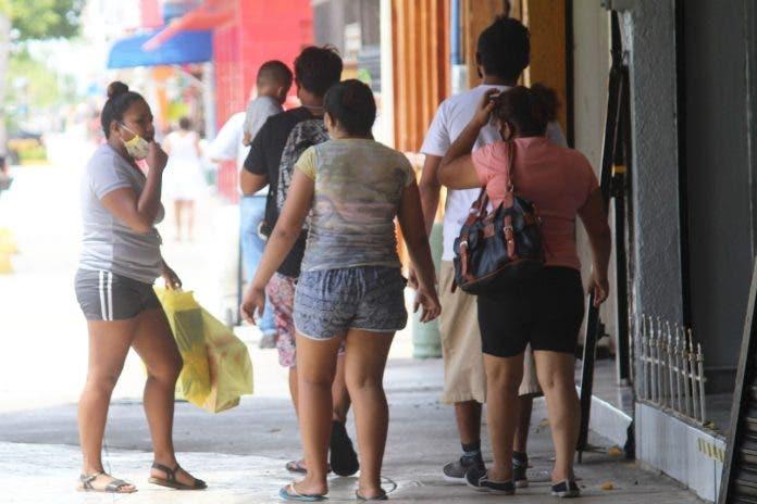 Chetumaleños dejan el encierro por el semáforo naranja; el fin de semana se incrementó la movilidad y concentración de personas en el Centro.