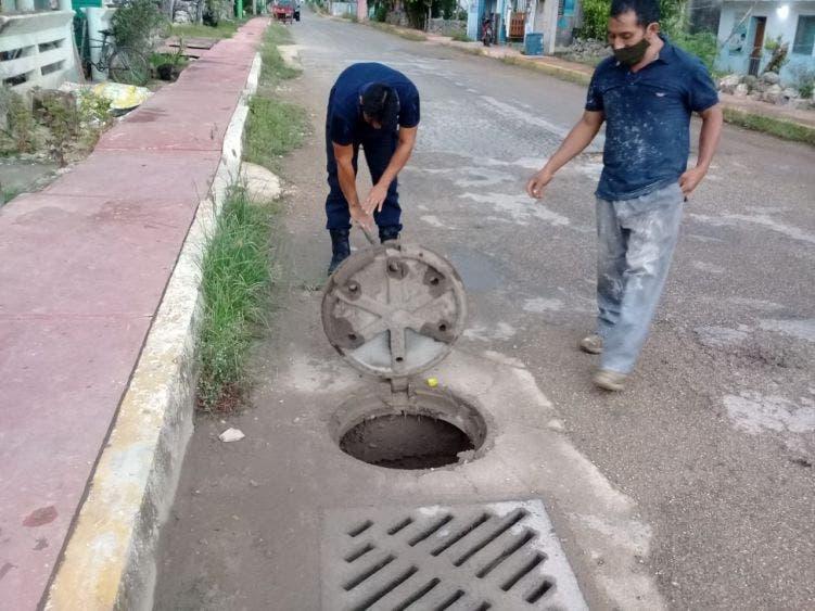 En Lázaro Cárdenas toman previsiones para evitar inundaciones por tormenta.