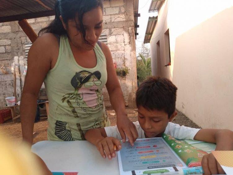 Muchos niños sin posibilidad de estudiar en casa a falta de equipos.