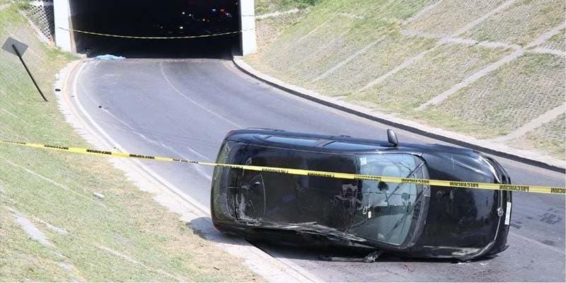 Mujer muere tras salir proyectada de un automóvil