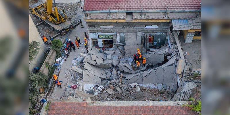 Restaurante en China se derrumba y deja al menos 17 muertos