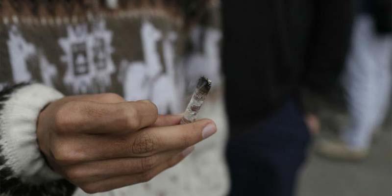 Arrestan a 3 hombres por darle mariguana a una niña