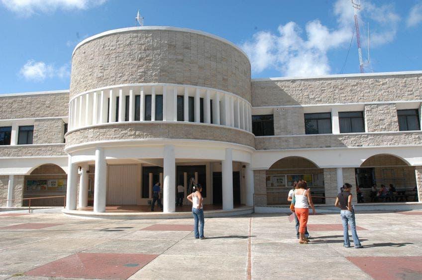 Espera la Uqroo más de dos mil alumnos de nuevo ingreso.