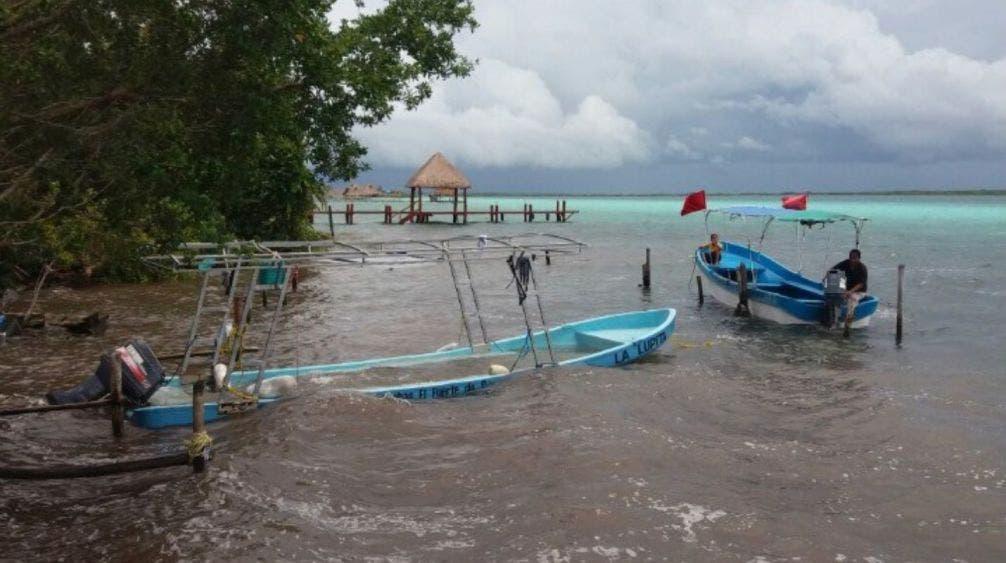 Rechazan que sea grave la contaminación en la laguna de Bacalar.